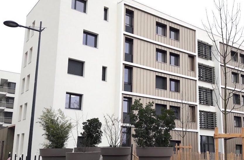 Le Carré Sésame est situé en zone urbaine dans des locaux neufs,  à Lyon 8ème.