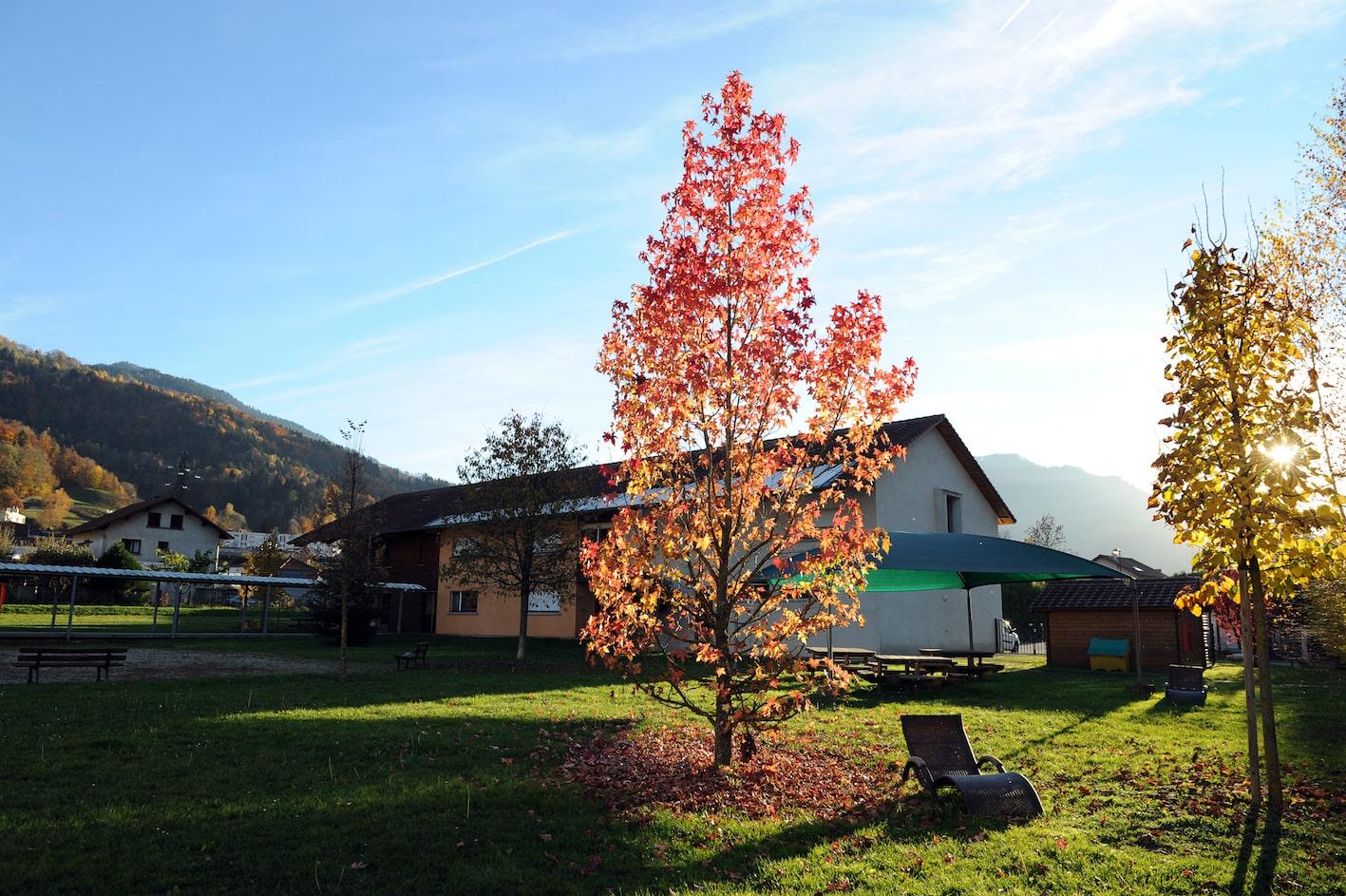 Situé à 20 Km de Grenoble et de Chambéry, ce foyer d'accueil médicalisé  accueille 33  adultes...